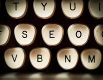 Begriffsbild mit Schlüsselwortwolke um SEO Zeichen Stockbild