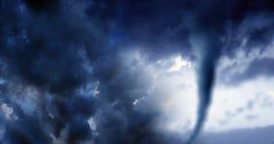 Begriffsbild von cloudscape Bild des Sturms mit Dunkelheit bewölkt a stockbild