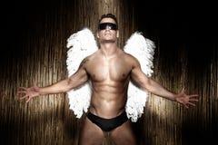 Begriffsfoto des hübschen, muskulösen männlichen Engels. Lizenzfreies Stockbild