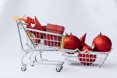 Begriffsfoto des Weihnachtsgeschäfts oder des Geschenkeinkaufens stockbilder