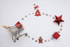 Begriffsfoto des Weihnachtsgeschäfts oder des Geschenkeinkaufens lizenzfreie stockbilder