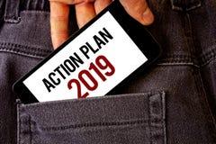 Begriffshandschrift, die Aktionsplan 2019 zeigt Geschäftsfoto Präsentationsherausforderungs-Ideen-Ziele, damit neues Jahr-Motivat Stockfotografie