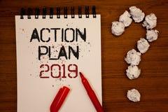 Begriffshandschrift, die Aktionsplan 2019 zeigt Geschäftsfoto Präsentationsherausforderungs-Ideen-Ziele, damit neues Jahr-Motivat Lizenzfreies Stockfoto