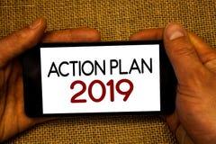 Begriffshandschrift, die Aktionsplan 2019 zeigt Geschäftsfototext Herausforderungs-Ideen-Ziele, damit neues Jahr-Motivation Mann- Lizenzfreie Stockbilder
