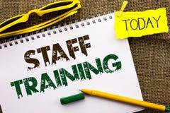 Begriffshandschrift, die Ausbildung des Personals zeigt Geschäftsfoto Präsentationsunterrichtende Teamwork neue Sachen Angestellt stockfotos
