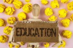 Begriffshandschrift, die Bildung zeigt Geschäftsfoto Präsentationsunterricht von Studenten durch Durchführung spätester Technolog lizenzfreie stockfotografie