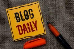 Begriffshandschrift, die Blog-Tageszeitung zeigt Das Geschäftsfoto, das tägliche Aufgabe jedes möglichen Ereignisses über Interne stockfotos