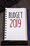 Begriffshandschrift, die Budget 2019 zeigt Geschäftsfotos, die Schätzung des neuen Jahres von Einkommen und Ausgaben von Finanzpl stockbild