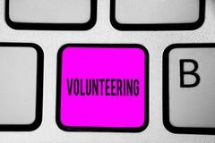 Begriffshandschrift, die das Freiwillig erbieten zeigt Geschäftsfototext erbringen Dienstleistungen für keinen finanziellen Gewin stockbild