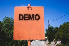 Begriffshandschrift, die Demo zeigt Geschäftsfototext Probe-Beta Version Free Test Sample-Vorschau von etwas Prototyp Woode lizenzfreies stockfoto