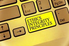 Begriffshandschrift, die Ethik-Integritäts-Prinzipien zeigt Präsentationsqualität des Geschäftsfotos des Seins ehrlich und des Ha stockfoto