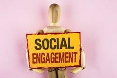 Begriffshandschrift, die gesellschaftliche Verpflichtung zeigt Geschäftsfoto-Textbeitrag erhält hohes Reichweite Gleich-Anzeigen- stockfoto
