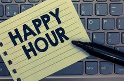 Begriffshandschrift, die glückliche Stunde zeigt Geschäftsfoto, das Zeit für Tätigkeiten verbringend zur Schau stellt, die Sie fü stockfoto