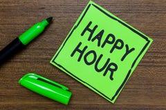 Begriffshandschrift, die glückliche Stunde zeigt Geschäftsfoto, das Zeit für Tätigkeiten verbringend zur Schau stellt, die Sie fü lizenzfreies stockfoto