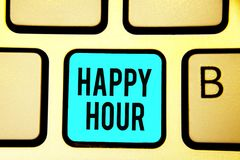 Begriffshandschrift, die glückliche Stunde zeigt Geschäftsfoto, das Zeit für Tätigkeiten verbringend zur Schau stellt, die Sie fü stockbild
