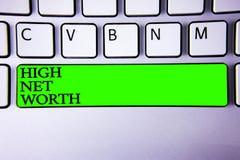 Begriffshandschrift, die hohen Nettowert zeigt Geschäftsfoto, das hochwertiges etwas habend teures Ein-klassefirmasp zur Schau st lizenzfreie stockfotos