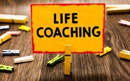 Begriffshandschrift, die Lebensberatung zeigt Die Geschäftsfotopräsentation verbessern die Leben durch Herausforderungen anregt u stockbilder