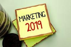 Begriffshandschrift, die Marketing 2019 zeigt Geschäftsfoto, das neues Jahr-Markt-Strategie-Neustart-Werbe-Ideen zur Schau stellt Lizenzfreie Stockfotografie