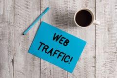 Begriffshandschrift, die Netz-Verkehr zeigt Pr?sentationsmenge des Gesch?ftsfotos Daten geschickt und von den Besuchern zu empfan stockfotografie
