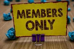 Begriffshandschrift, die nur Mitglieder zeigt Die Geschäftsfotopräsentation, die auf eine Einzelperson begrenzt ist, gehört einer lizenzfreie stockbilder
