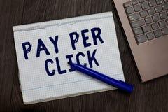 Begriffshandschrift, die Pay per Click zeigt Geschäftsfototext Internet-Werbungs-Modell-Search Engine-Marketingstrategie Ope stockfotografie