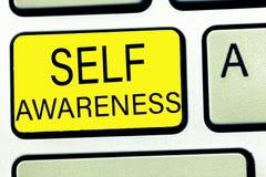 Begriffshandschrift, die Selbstbewusstsein zeigt Geschäftsfoto-Text Bewusstsein einer Person in Richtung in Richtung einer Situat lizenzfreies stockbild