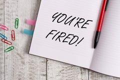 Begriffshandschrift, die Sie bez?glich abgefeuert zeigt Der Gesch?ftsfototext, der durch Chef benutzt wird, zeigen Angestellten a lizenzfreie stockfotografie