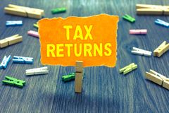 Begriffshandschrift, die Steuererklärungen zeigt Geschäftsfototext Steuerzahlerberichten Finanzinformationen Steuerschuld und Zah stockbilder