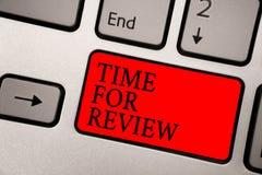 Begriffshandschrift, die Zeit für Bericht zeigt Geschäftsfototext Bewertungs-Feedback-Moment-Leistung Rate Assess lizenzfreie stockfotografie
