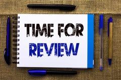 Begriffshandschrift, die Zeit für Bericht zeigt Geschäftsfototext Bewertungs-Feedback-Moment-Leistung Rate Assess an geschrieben lizenzfreie stockbilder