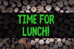 Begriffshandschrift, die Zeit für das Mittagessen zeigt Geschäftsfoto Präsentationsmoment zum Haben einen Mahlzeit Bruch von der  stockfotografie