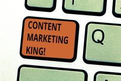 Begriffshandschrift, die zufriedenen vermarktenden König zeigt Geschäftsfoto-Text Inhalt ist zum Erfolg von a zentral lizenzfreie abbildung
