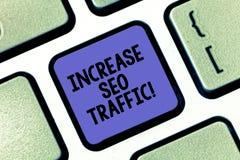 Begriffshandschrift, die Zunahme Seo Traffic zeigt Geschäftsfototext verbessern Webseitenladengeschwindigkeit und optimieren stockbilder