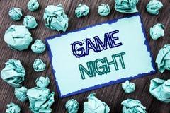 Begriffshandschrifttext, der Spiel-Nacht zeigt Konzeptbedeutung Unterhaltungs-Spaß-Spiel-Zeit-Ereignis für das Spiel geschrieben  lizenzfreie stockfotografie