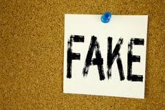 Begriffshandschrifttext-Titelinspiration, die gefälschte Nachrichten zeigt Geschäftskonzept für die gefälschten Nachrichten gesch Lizenzfreie Stockfotografie