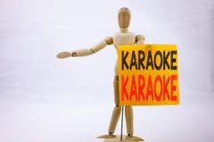 Begriffshandschrifttext-Titelinspiration, die Karaoke-Geschäftskonzept für die Gesang-Karaoke-Musik geschrieben auf klebrige Anme Stockfotos