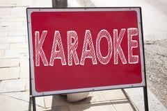 Begriffshandschrifttext-Titelinspiration, die Karaoke zeigt Geschäftskonzept für die Gesang-Karaoke-Musik geschrieben auf announc Lizenzfreies Stockfoto