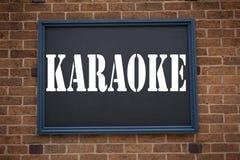 Begriffshandschrifttext-Titelinspiration, die Mitteilung Karaoke zeigt Geschäftskonzept für die Gesang-Karaoke-Musik geschrieben Stockbilder