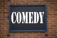 Begriffshandschrifttext-Titelinspiration, die Mitteilung Komödie zeigt Geschäftskonzept für stehen oben Komödien-Mikrofonbehördli Stockfotografie