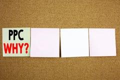 Begriffshandschrifttext-Titelinspiration, die PPC - Bezahlung-pro-Klick- Geschäftskonzept für Internet SEO Money auf der Farbe ze Stockfotos