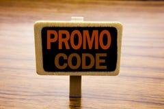 Begriffshandschrifttext-Titelinspiration, die Promo-Code zeigt Geschäftskonzept für Förderung für das on-line-Geschäft an geschri Lizenzfreies Stockbild