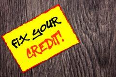Begriffshandschrifttext-Vertretung Verlegenheit Ihr Kredit Konzept, welches das schlechte Ergebnis veranschlagt Avice Fix Improve lizenzfreie stockfotografie