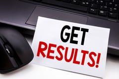 Begriffshandschrifttexttitel-Inspirationsvertretung erhalten Ergebnisse Geschäftskonzept für Achieve Ergebnis geschrieben auf kle Lizenzfreie Stockfotografie