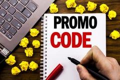 Begriffshandschrifttexttitel Promo-Code Geschäftskonzept für Förderung für das on-line-Geschäft geschrieben auf Tablettenlaptop,  Lizenzfreie Stockbilder