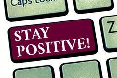 Begriffshandschriftvertretung Aufenthalts-Positiv Die Geschäftsfotopräsentation ist die optimistische motivierte gute angespornte lizenzfreie stockbilder