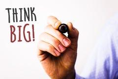 Begriffshandschriftvertretung denken großen Motivanruf Geschäftsfototext haben Traum der großartigen Ideen von etwas amazingMan h stockbild