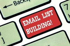 Begriffshandschriftvertretung E-Mail-Listen-Gebäude Die Geschäftsfotopräsentation erlaubt Verteilung von Informationen vektor abbildung