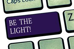 Begriffshandschriftvertretung ist das Licht Die Geschäftsfotopräsentation erleuchten andere Vertretung mit Ihrer Haltung zu sein lizenzfreie stockfotografie