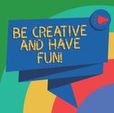 Begriffshandschriftvertretung ist kreativ und hat Spaß Glückliches schaffendes neues Sachengenießen des Geschäftsfototextes lizenzfreie abbildung