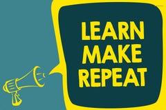 Begriffshandschriftvertretung lernen machen Wiederholung Das zur Schau stellende Geschäftsfoto, sobald Sie es tun, ist einfache s stockfoto